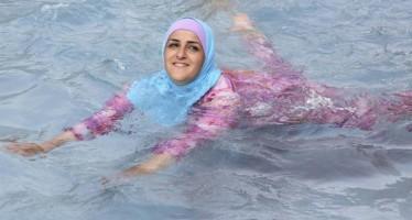 el-burkini-es-una-peca-de-bany-per-a-dones-musulmanes